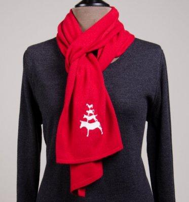 Roter Schal aus bester Kaschmirmischung mit den Bremer Stadtmusikanten als Wahrzeichen der Hansestadt Bremen